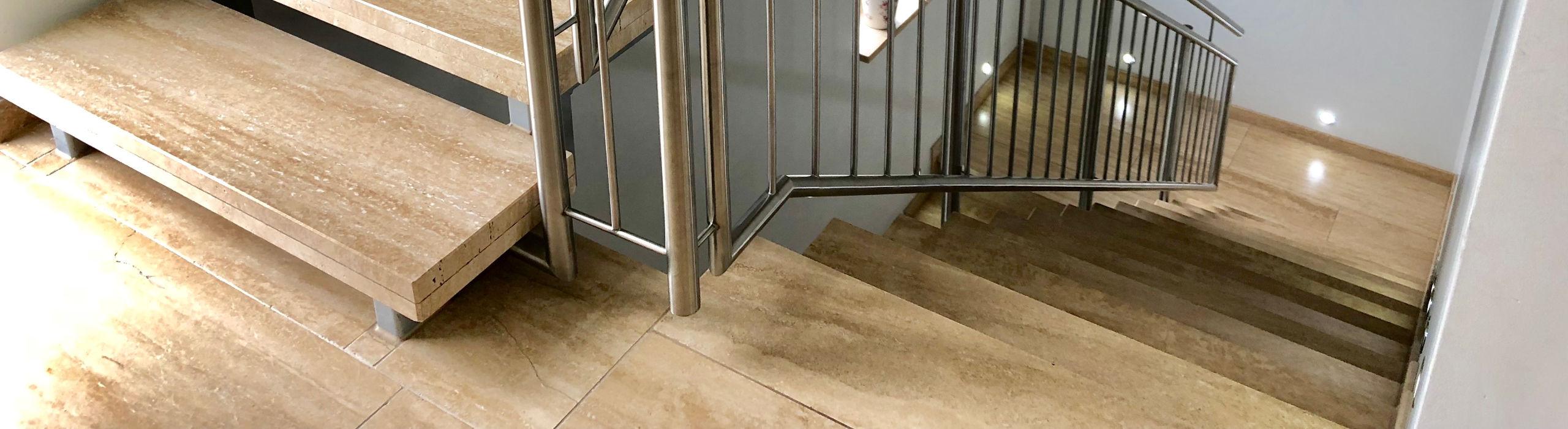 Treppe aus Travertin-Naturstein